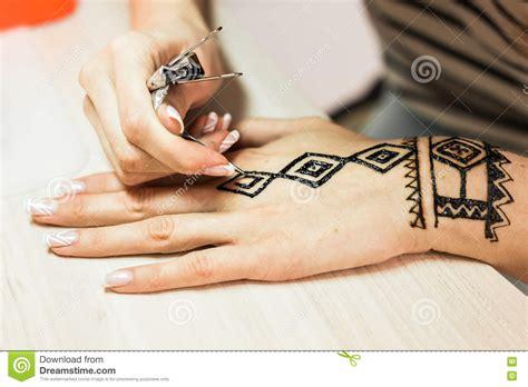applying henna tattoo artist applying henna on mehndi is