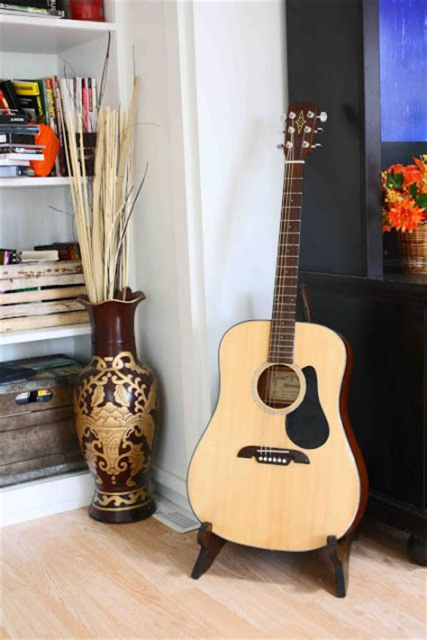 superwoman  frame wood guitar stand