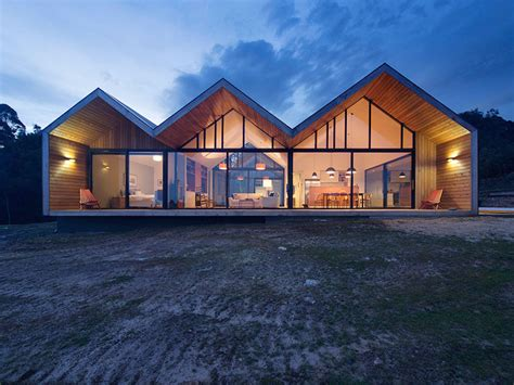 Gorgeous Lookout House Is A Contemporary Twist On Barn Style House Designs Australia