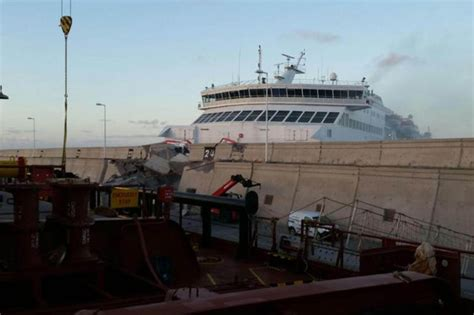 crash boat cafe gran canaria ferry crashes into spain port leaving 5 in