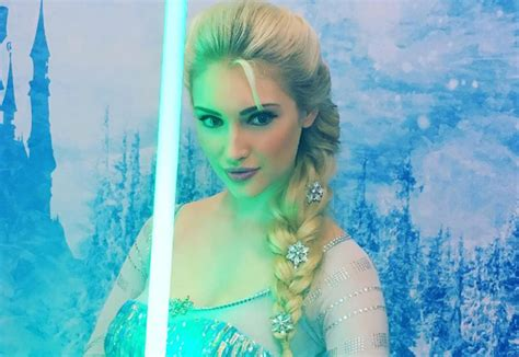 frozen in hot cosplayer best known for playing elsa from frozen is