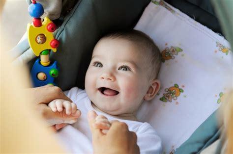 alimentazione bimbi 12 mesi neonati i giochi migliori da 0 a 12 mesi maternita it