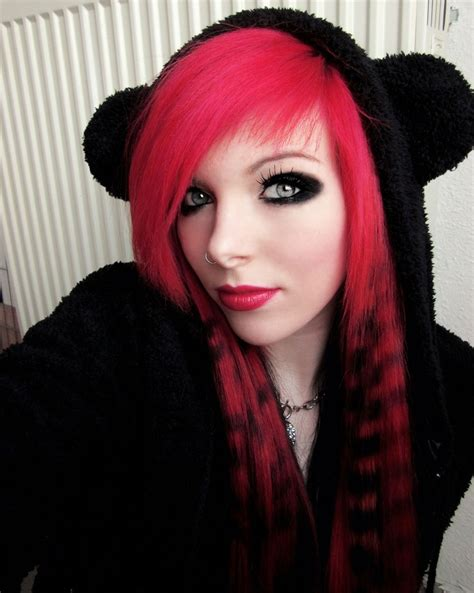 emo hairstyles with red highlights article emo girls red highlights and black hair