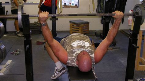 how to do a bench press properly how to correctly bench press 28 images 8 common errors in 8 common exercises