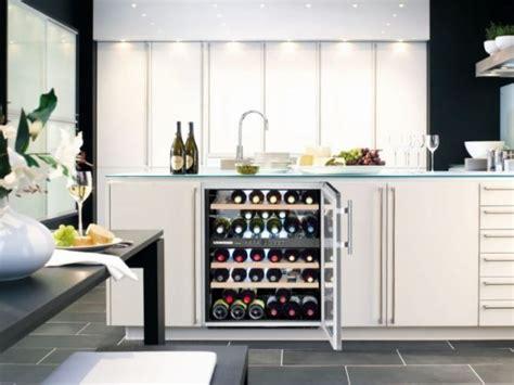 armoire qui ferme a clé cave a vin climadiff top climadiff filtre charbon pour cave vin with cave a vin