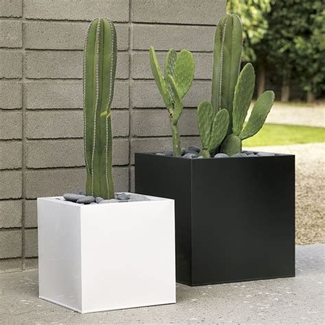 Black Garden Planters by 17 Best Ideas About Black Planters On Front