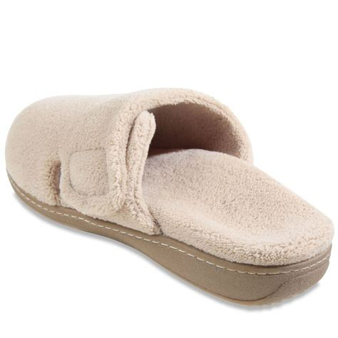 plantar fasciitis slippers the s plantar fasciitis mule slippers hammacher