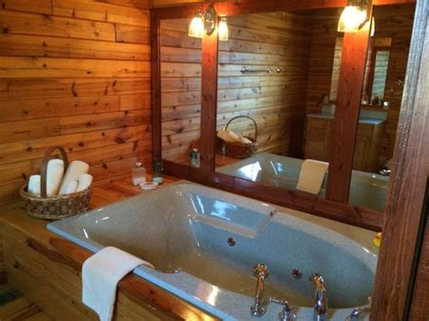 2 Person Log Cabin With Tub by 2 Person Tub Picture Of Fair Winds Cabins