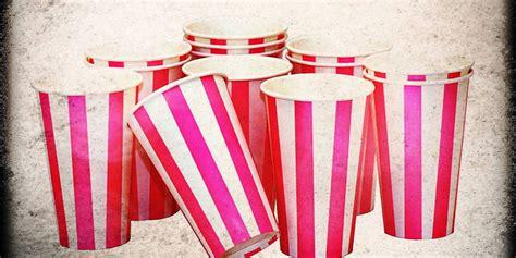 scherzi sposi casa scherzi matrimonio bicchierini di plastica in casa