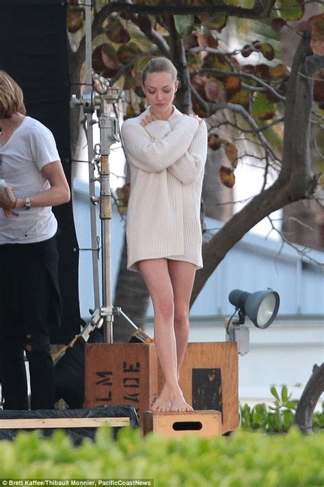 amanda seyfried how old is she amanda seyfried shows off spectacular dancer s figure in