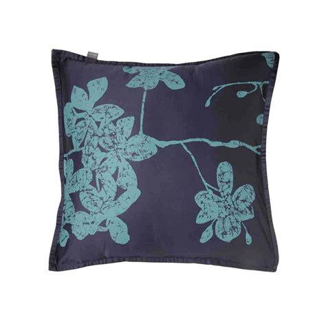 coussin bleu vert coussin d 233 coratif tropical batik chic par home concept