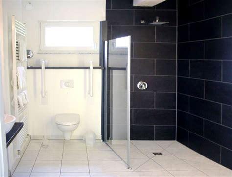 behindertengerechte badezimmer designs sch 246 n behindertengerechtes badezimmer barrierefreies