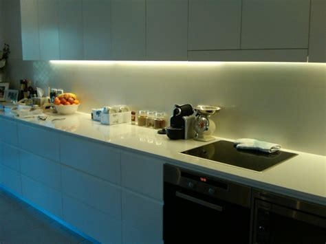 Led Lights Under Kitchen Cabinets by Schrankleuchten 30 Ideen Wie Sie Mehr Licht In Den