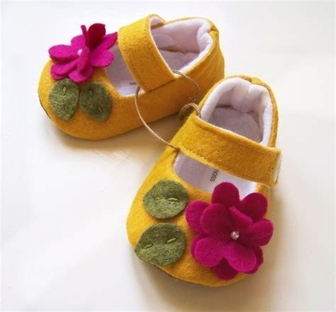 Aksara Sepatu Bayi Flower Pink Baby Shoes 1000 images about sapatinhos de bebe on baby shoes tutorial baby booties and bebe