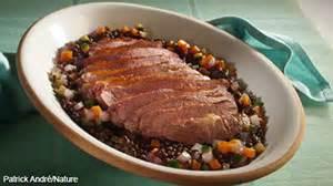 comment cuisiner un filet de canard recette filet de canard aux lentilles parfum 233 es au vin