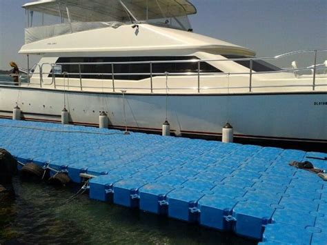 how to dock a pontoon boat in a slip gallery floats ahoy