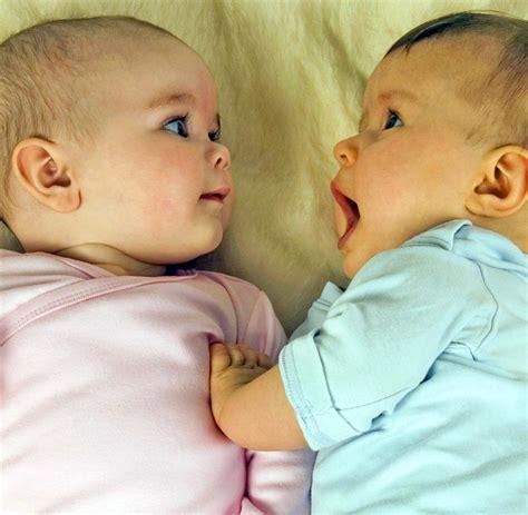 baby überstreckt kopf beim schlafen geburten akademikerinnen bekommen mehr kinder welt