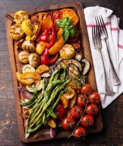 Legumes Grilles Au Four by Comment Pr 233 Parer Des L 233 Gumes Grill 233 S Au Four