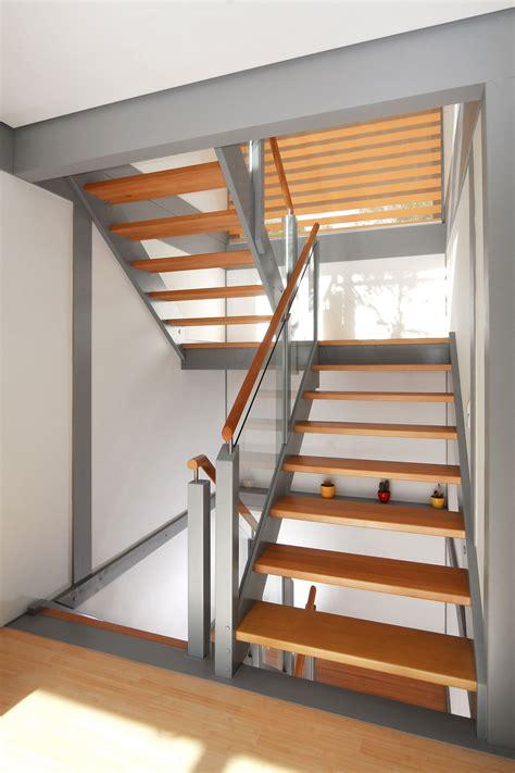 Treppen Podest treppe mit gel 228 nderf 252 llung aus glas und podest