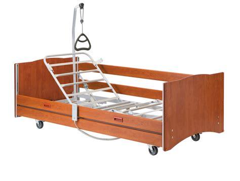 anziani a letto letto elettrico alegio per anziani disabili o infermi