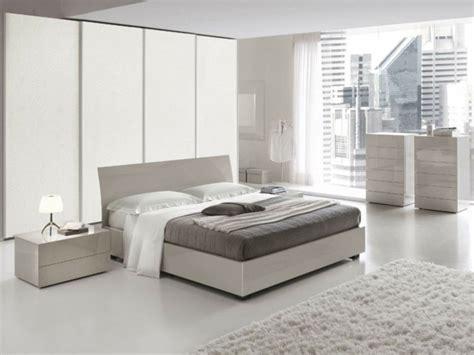 matratze für futonbett schlafzimmer wandfarbe braun