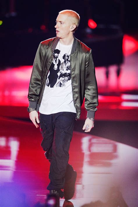 Eminem Wardrobe by Eminem In Mtv Awards Show 56 Of 104 Zimbio