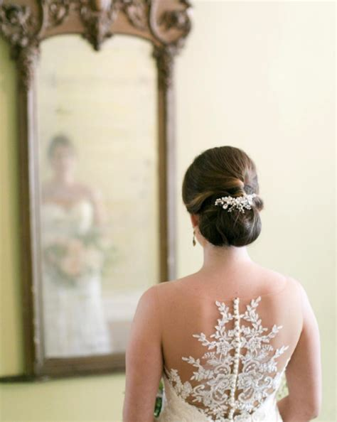 Wedding Hairstyles For Backless Dress by How To Hairstyles To Highlight A Backless Wedding Dress