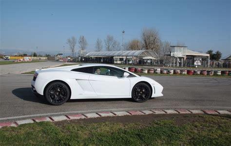 Lamborghini Fahren Geschenk by Lamborghini Selber Fahren In Lyss Als Geschenkidee Mydays