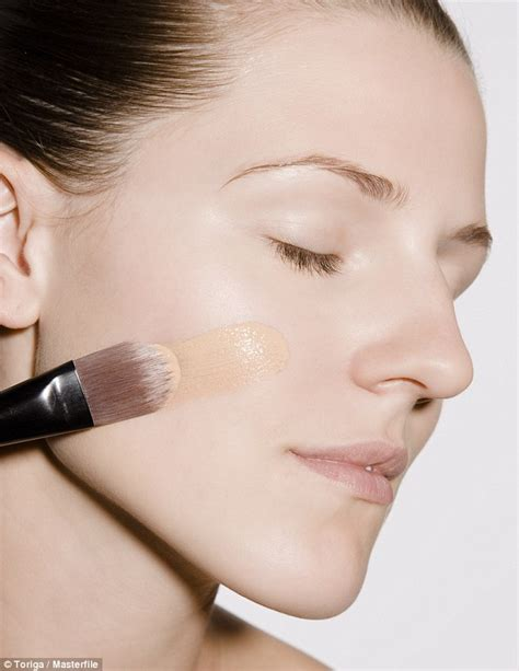 Summerproof Your Makeup Look by Essential Summer Hacks To Sweat Proof Your Makeup