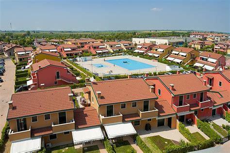 appartamenti caorle con piscina appartamento caorle in residence con piscina caorle