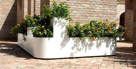 fioriere in plastica per esterno fioriere da esterno vasi e fioriere fioriere per