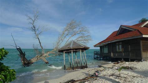 Derawan Cottage by Snorkeling With Turtles On Derawan Island Eat Code See