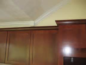 Kitchen Cabinet Crown Molding Pictures Roo And Poppy S Kitchen Renovation Tile And Cabinet Crown Are Both Installed