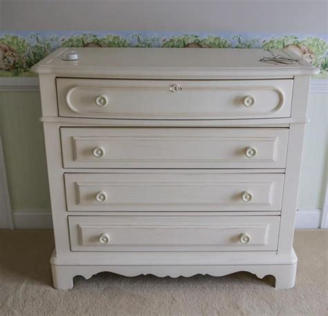 White Bedroom Bureaus 4 Stanley White Painted Bedroom Furniture Bureau Che