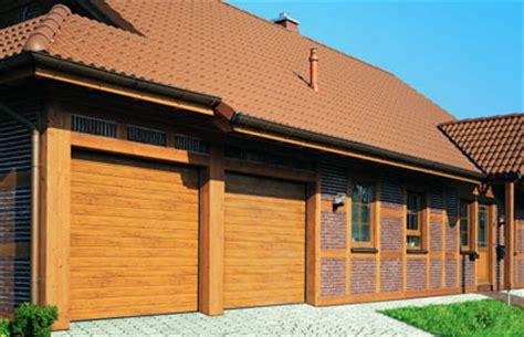 Terrassen Selber Bauen 2004 by Sieht Aus Wie Holz Stahl Garagentor Im Landhaus Stil