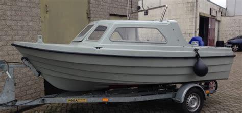 kajuitboot polyester koopje klein polyester speedbootje handelsonderneming