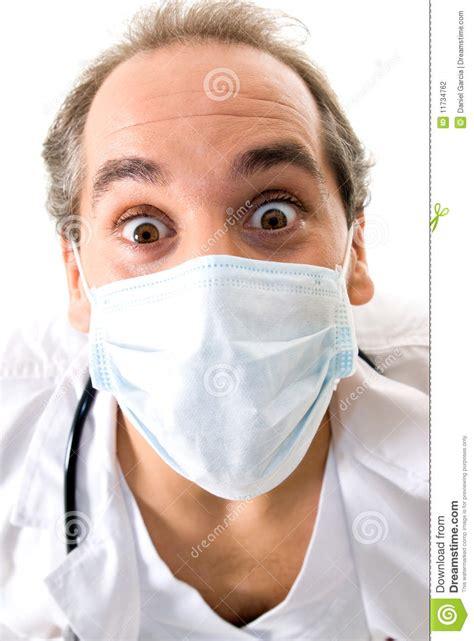 Masker Dokter dokter met stethoscoop en medisch masker stock foto afbeelding 11734762