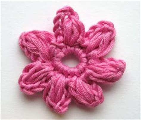 fiore semplice all uncinetto come fare fiore a uncinetto crochet tutorial