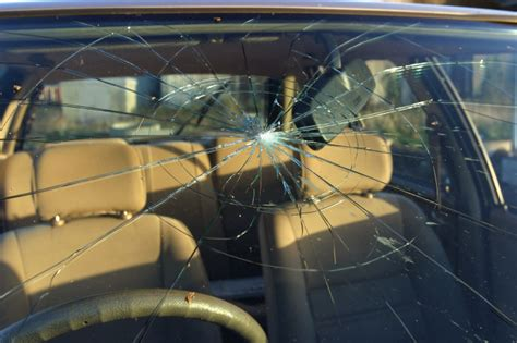 how to repair glass cracks star auto glass shop provides reliable services for elmont ny
