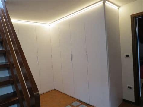 armadi per sottoscala armadio su misura angolare per sottoscala baistrocchi mobili