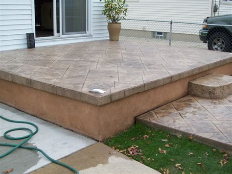 is there a concrete stain to use on concrete or quikwall