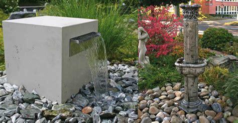 moderne gartenbrunnen der richtige gartenbrunnen slink ideen mit wasser