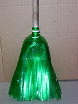 reciclaje de botellas plasticas pet manualidades escoba youtube realiza una escoba con botellas decoraci 243 n de interiores