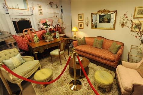michael jackson sofa michael jackson furniture auction reaps nearly 1 million