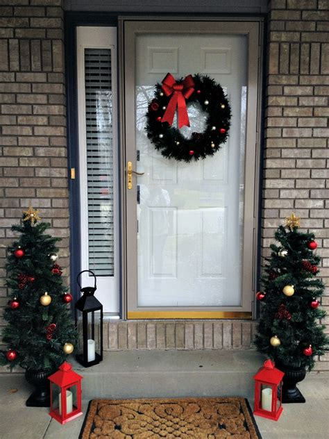 Easy Christmas Decorating Inspiration For Moms Front Door Hanging Decorations