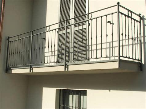 ringhiera balconi ringhiere per terrazzi in ferro con ringhiere e parapetti