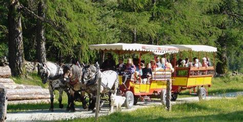 val roseg carrozze panorami incantati in svizzera e carrozze trainate dai