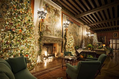 Homes Decorated For Christmas On The Inside candlelight christmas evenings biltmore