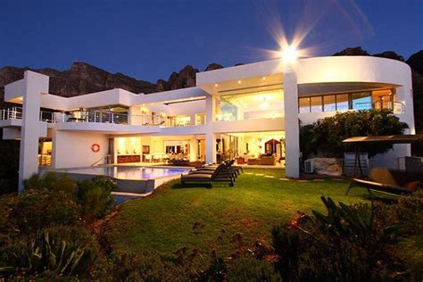hollywood mansion luxury accommodation  camps bay