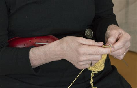 knitting belt buy how to use a knitting belt the principles of knitting